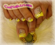 nail art yellow butterfly