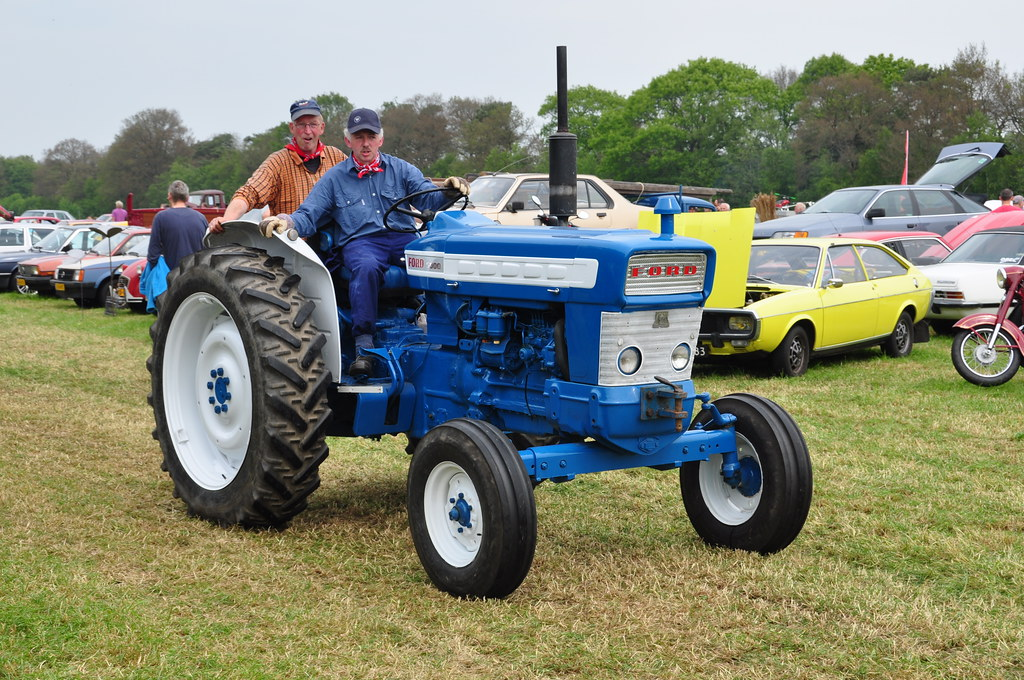 Oldtimershow Hoornsterzwaag Ford 5000 Tractor Little Mov