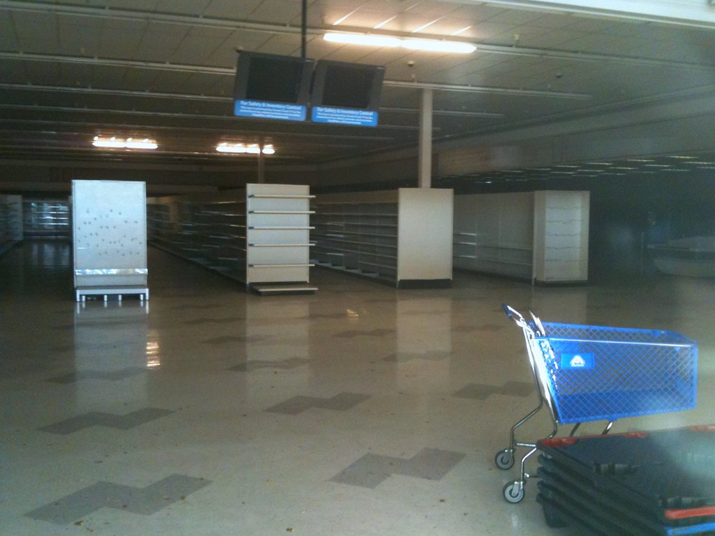 Abandoned grocery store  This Albertsons closed down