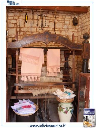 Lavori di artigianato allinterno di un trullo  Olivia  Marino  Flickr