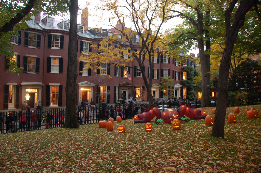 Fall New England Wallpaper Beacon Hill Halloween Trick Or Treating In Beacon Hill