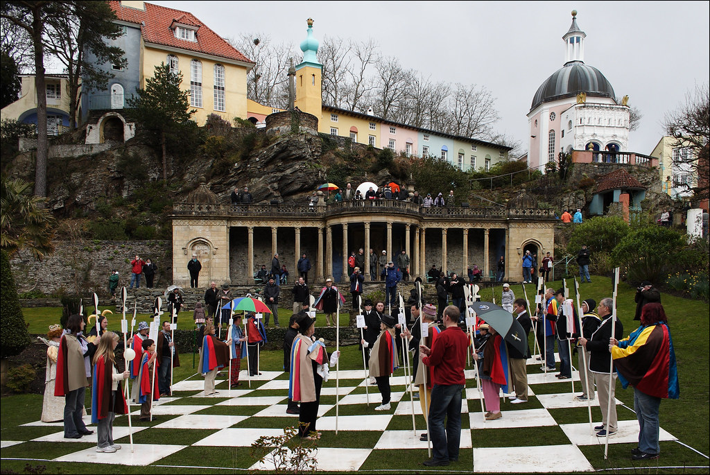 Foto Wallpaper 3d Portmeirion 3 09 Dz03 Human Chess Game After The