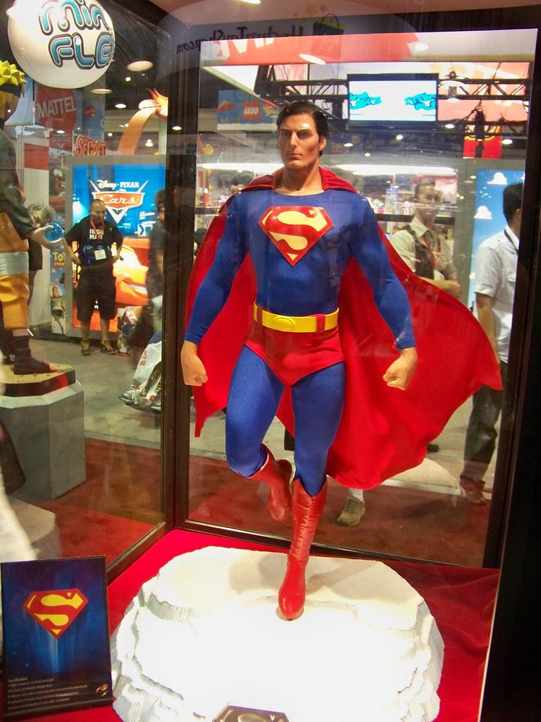 Christopher Reeve Superman statue at the ToynamiTamashii