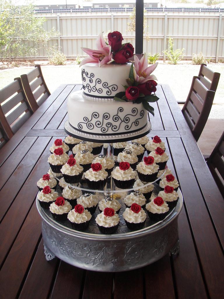 Mossys Masterpiece Kiaras Wedding Cake Amp Cupcakes Whit
