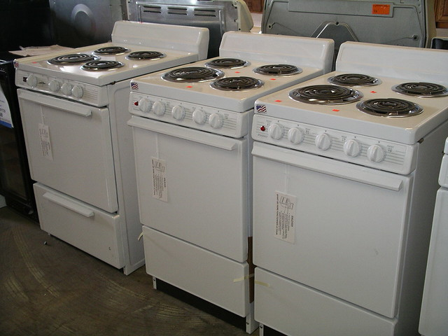 Apartment Size Electric Range 150  New GE apartment size e  Flickr
