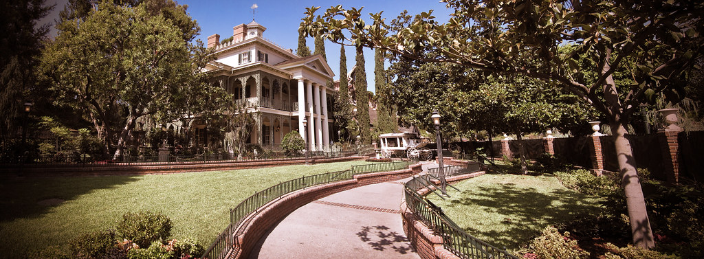 Disneyland S The Haunted Mansion Extreme High Resolution
