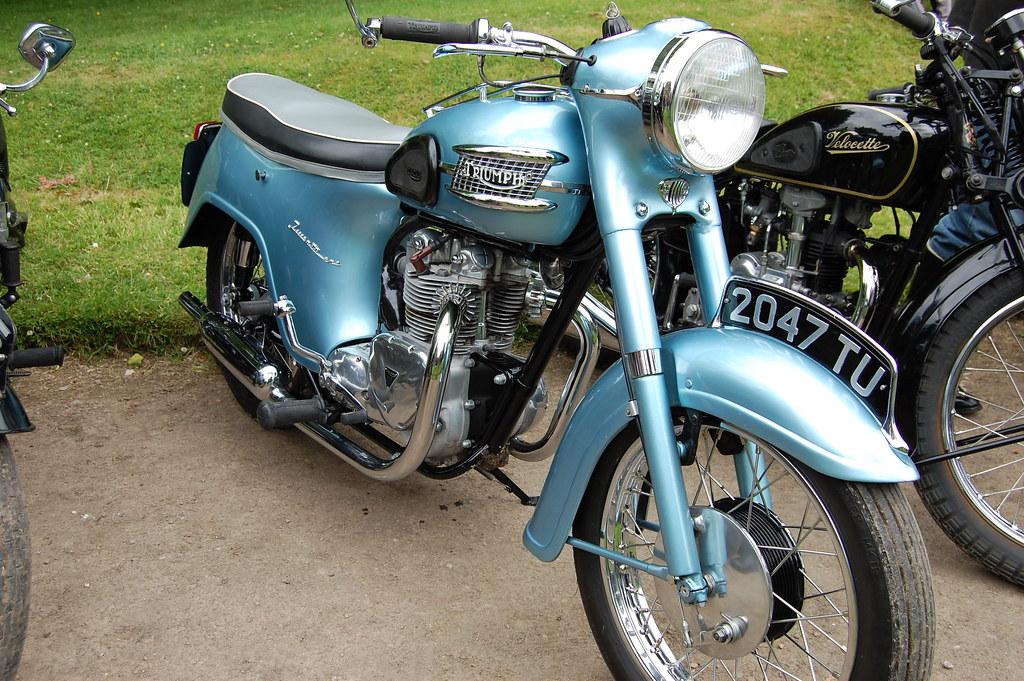TRIUMPH 21 3TA 350 CC TWIN CYLINDER BATHTUB DESIGN1957