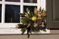 Williamsburg Christmas - Window Decoration | This window ...