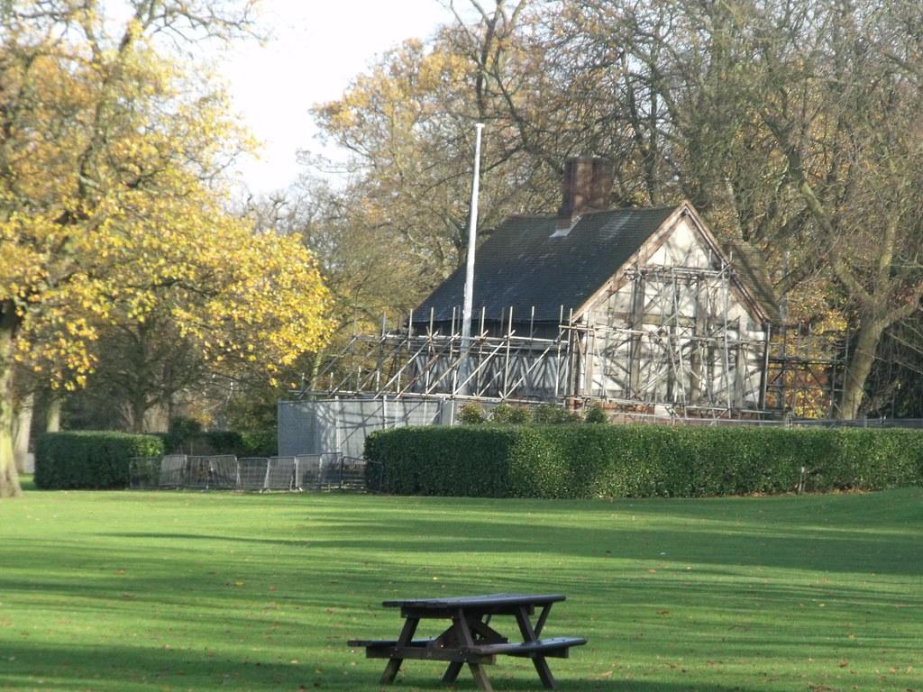 The Golden Lion Inn Memorial  Cannon Hill Park  Birmin