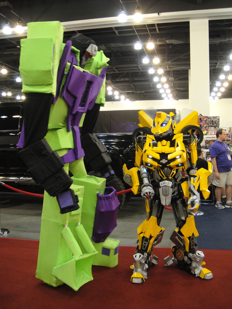 BotCon 2011  Transformers cosplay  Devastator and Bumble