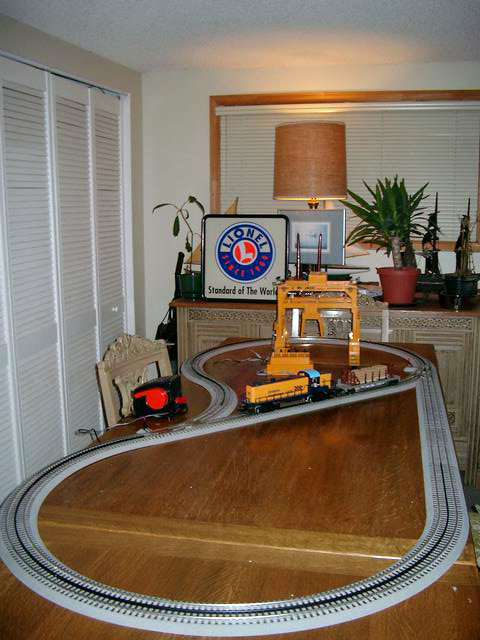 Reverse Loop  Quick layout on dining room table Lionel