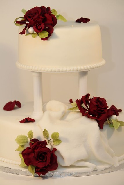 Hochzeitstorte Weiss Rote Rosen  Hochzeit