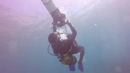 El elegido hace un lazo submarino con un supositorio gigante