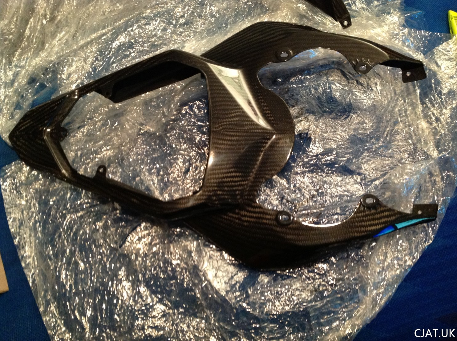 R6 2c0 06/07 carbon tail swap on RF900