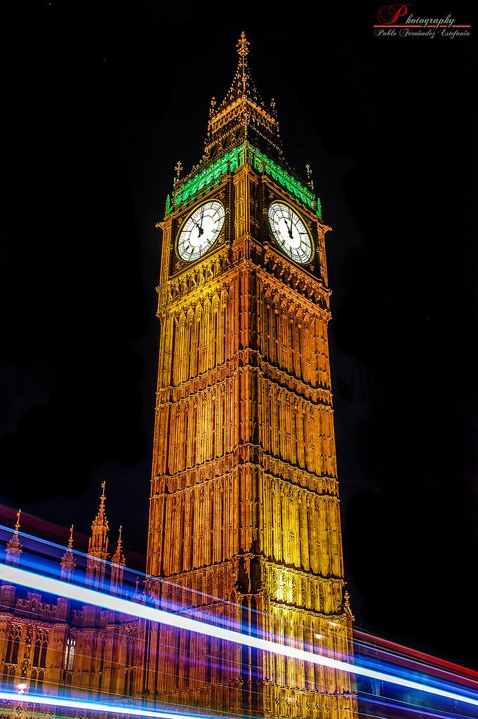 Big Ben At Night  Pulsa L para ver con fondo negro