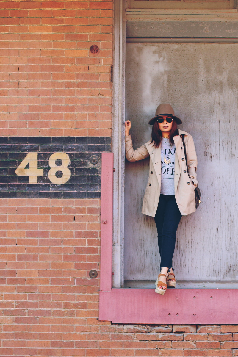 trench-coat-hat-wildfox-like-tee-2