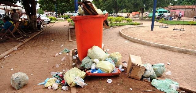 Uruará fecha contrato de R$ 1,4 milhão de aluguel de máquinas para coleta de lixo, praça em Uruará - lixo