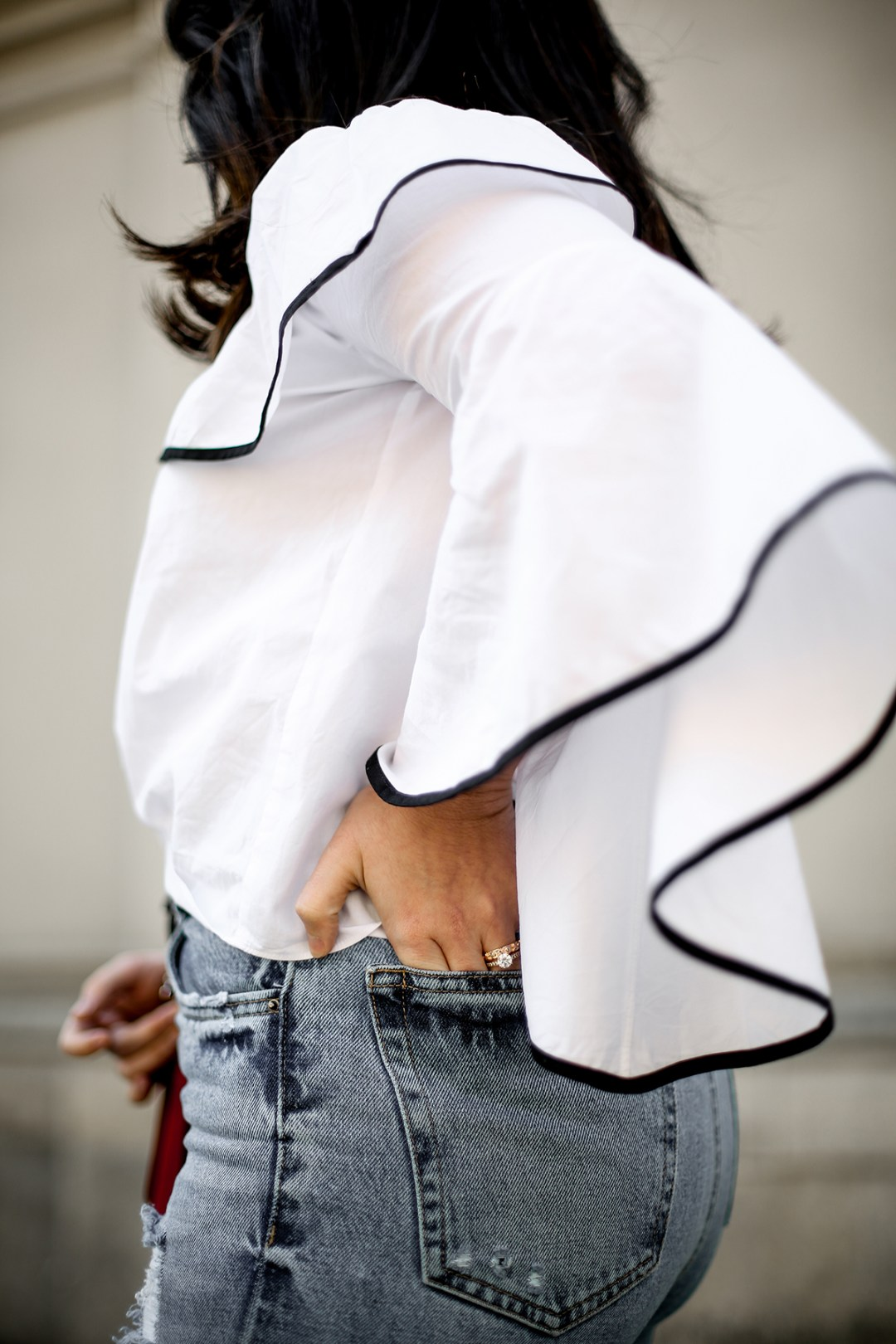 top-hombros-al-aire-volantes-zara-jeans-slingback-chanel-myblueberrynightsblog3