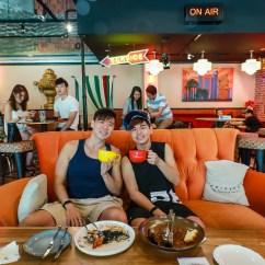 Friends Sofa Replica Arm Covers Ireland Central Perk Sg – F.r.i.e.n.d.s Cafe | Darren Bloggie 達人的部落格