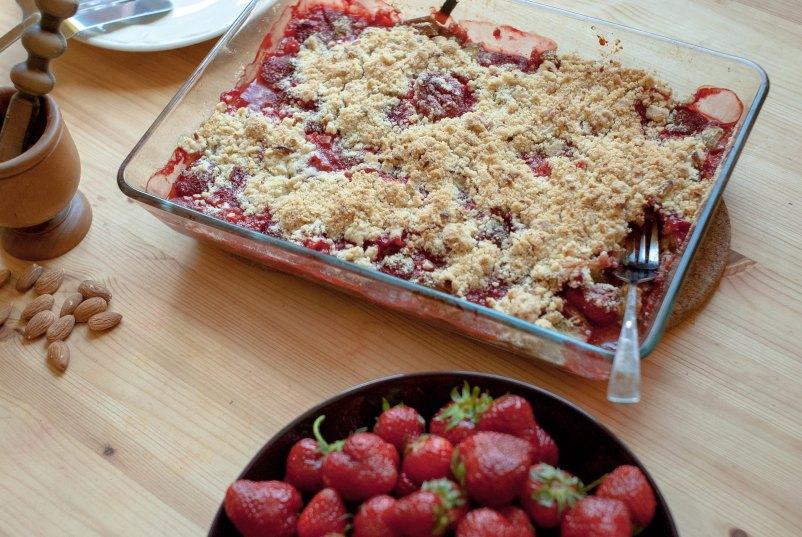 rabarbarowo-truskawkowe crumble