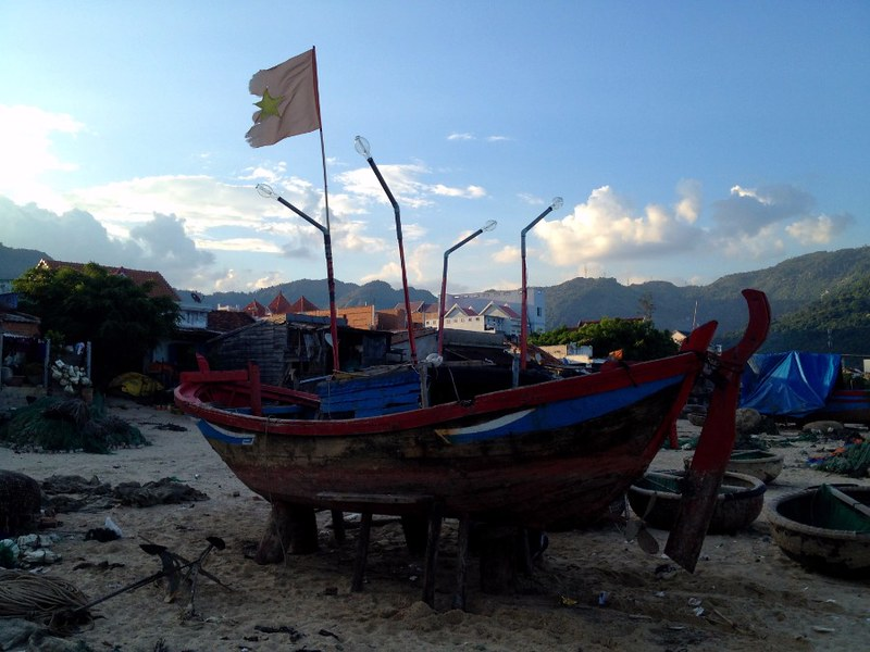 fishing boat with vietnamese flag at dai lanh beach