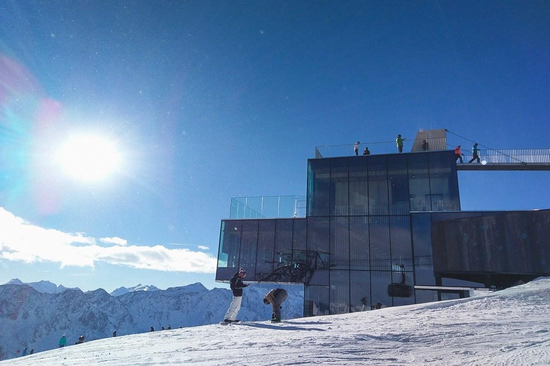 Solden - Ice Q Restaurant, James Bond