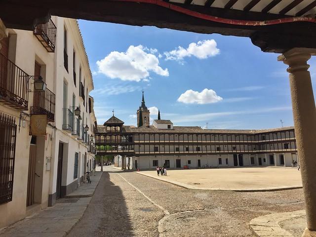 Plaza Mayor de Tembleque (Toledo) - Parte de la Ruta del Quijote en coche
