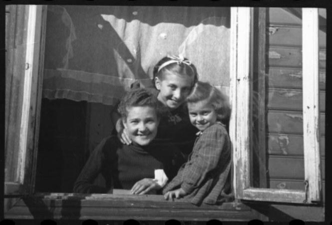 holocaust-lodz-ghetto-photography-henryk-ross-58e219df1a310__880