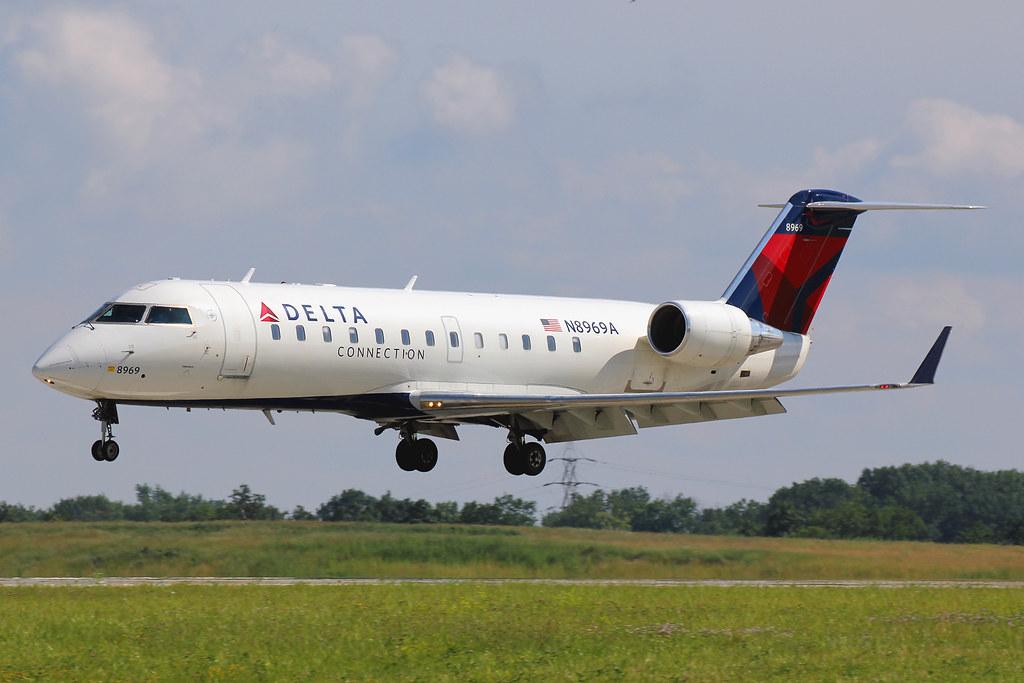 N8969A  Canadair CRJ200LR  Delta Connection Endeavor A