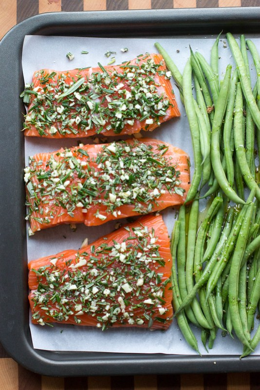rosemary garlic sheet pan salmon