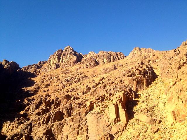 Προσεγγίζοντας την κορυφή της Αιγύπτου αικατερινη στο ορος σινα