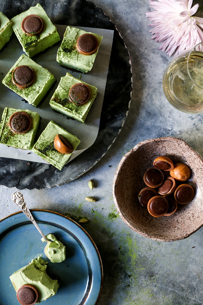 Matcha No-bake Cheesecake bars flavored with cardamom |foodfashionparty| #nobakecheesecake #cheesecake #matchcheesecake