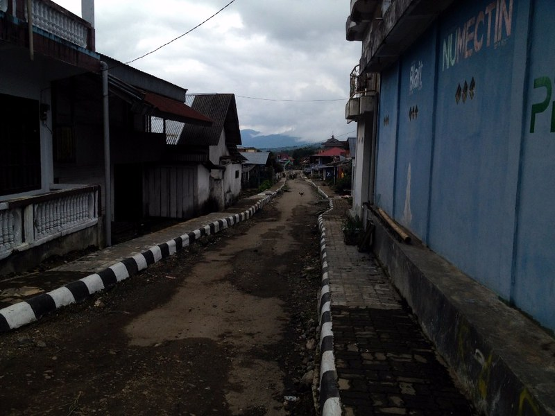 While walking around Kersik Tua village
