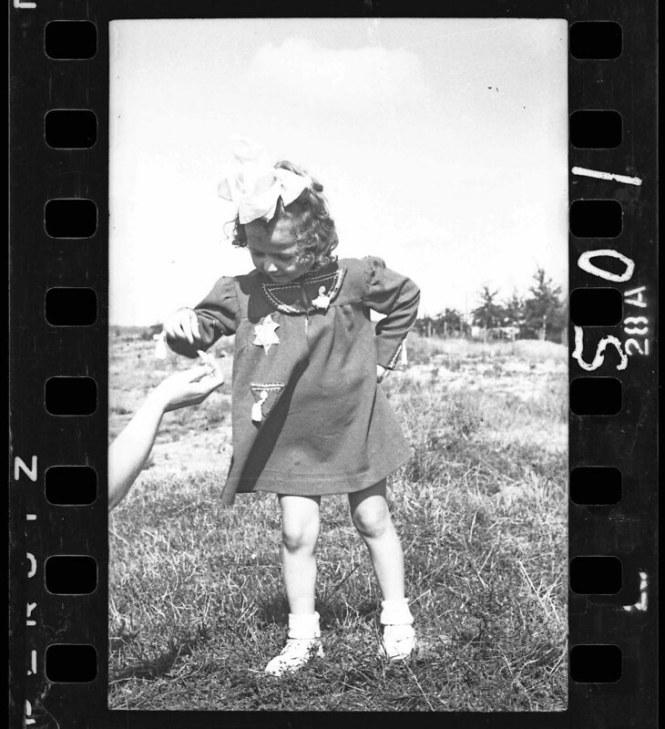 holocaust-lodz-ghetto-photography-henryk-ross-16-58e205e85bdb0__880