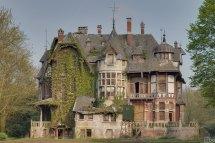 Agatha Faversham' Haunted Mansion. Mgness. Os