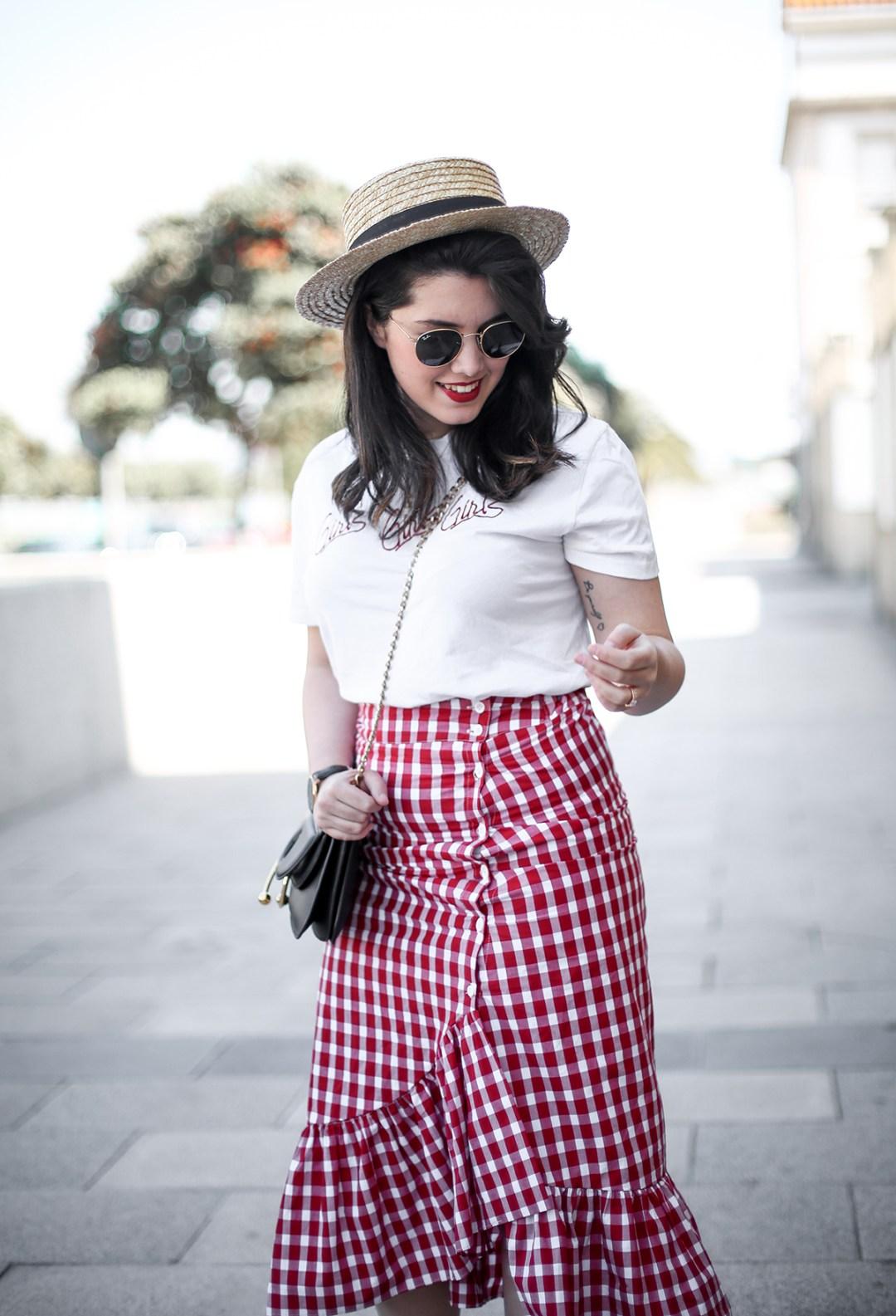 falda-cuadros-vichy-asimetrica-zara-look-jwanderson-farfetch-canotier-myblueberrynightsblog6