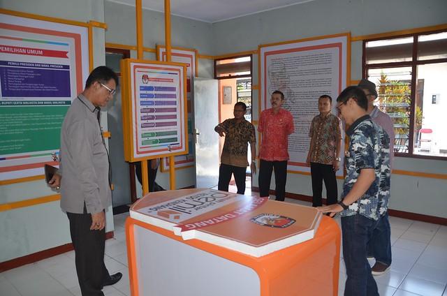 H.M Eberta Kawima saat melakukan sidak pembangunan RPP Reyog Kendhang (29/3)