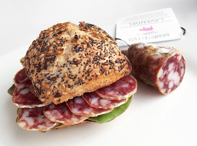 Broodje Lavendel-worst van Brandt & Levie