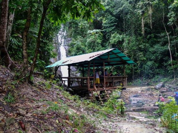 Ruta a la cascada de Pamuayan