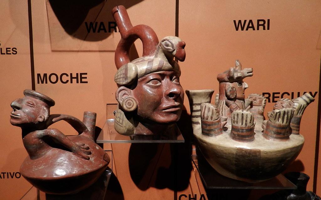 Lima botella pintada forma cara humana Museo del Banco Central Reserva del Peru 006