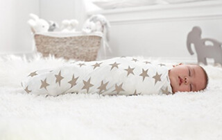 This is a great list of 11 of the best swaddle blankets for babies. There are traditional swaddles, wrap swaddles, and zipper swaddles, so there's really something for every baby! A great list to check out if you are trying to find the perfect swaddle blanket for your baby!