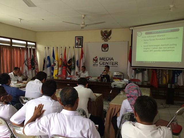 Suasana diskusi rutin KPU Tulungagung (21/3)