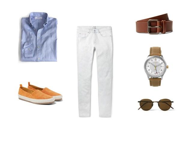 Look casual para hombre con camisa azul masculino, jeans blancos, alpargatas,cinturón, gafas de sol y reloj