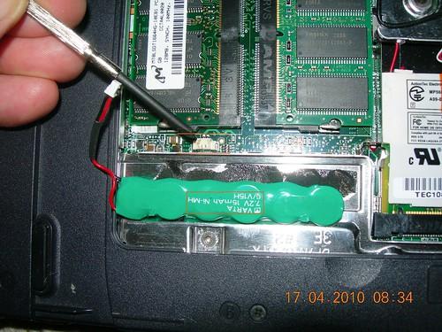 Dell Laptop Inspiron 4000 PP01L BIOS battery swap DSCN2353