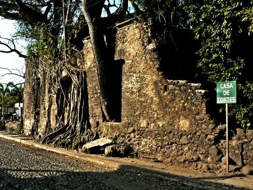 Puerta Principal de la casa de Hernn Corts en la Antigua