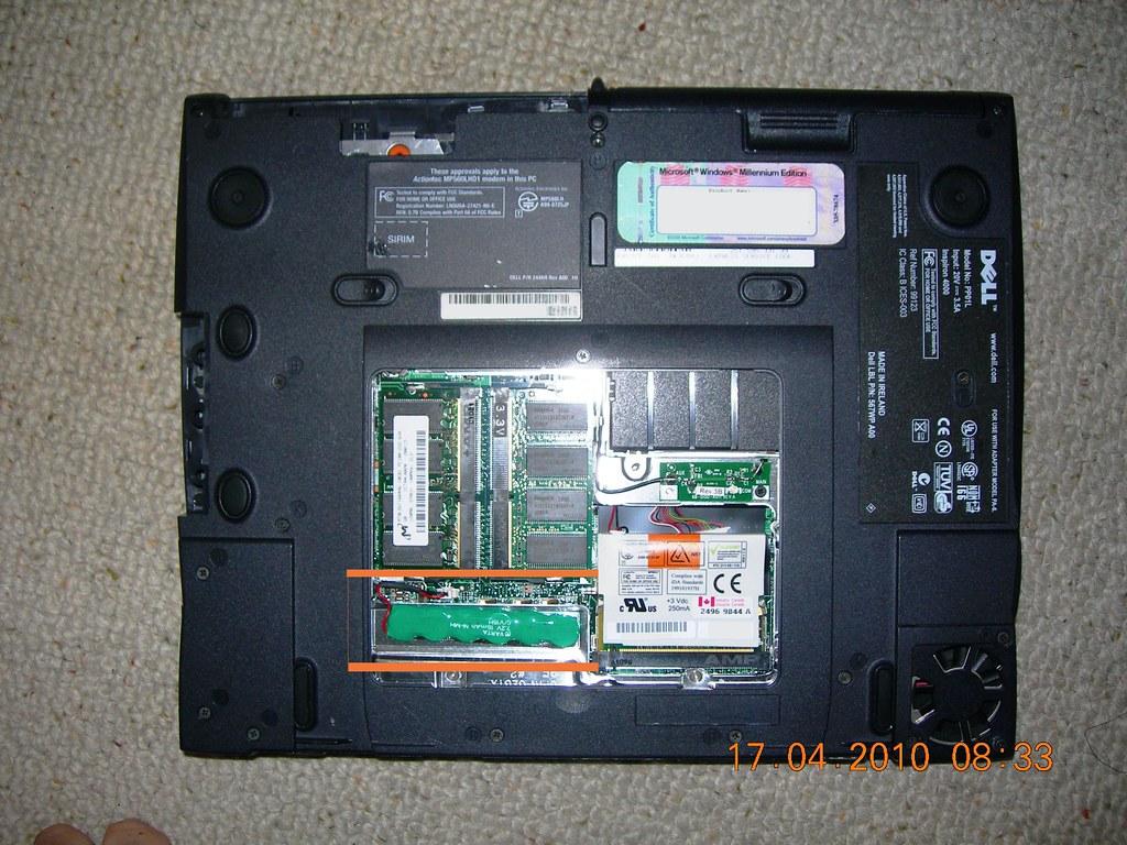 Dell Laptop Inspiron 4000 PP01L BIOS battery swap DSCN2351