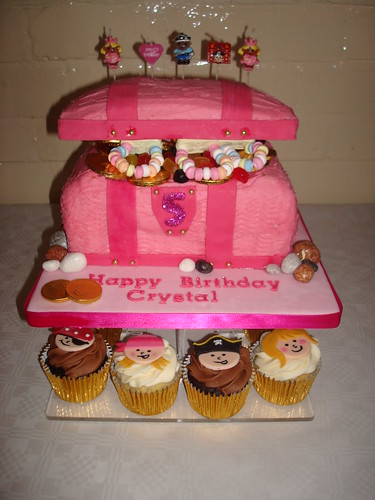 Princess  pirate cupcakes with Pink treasure chest cake