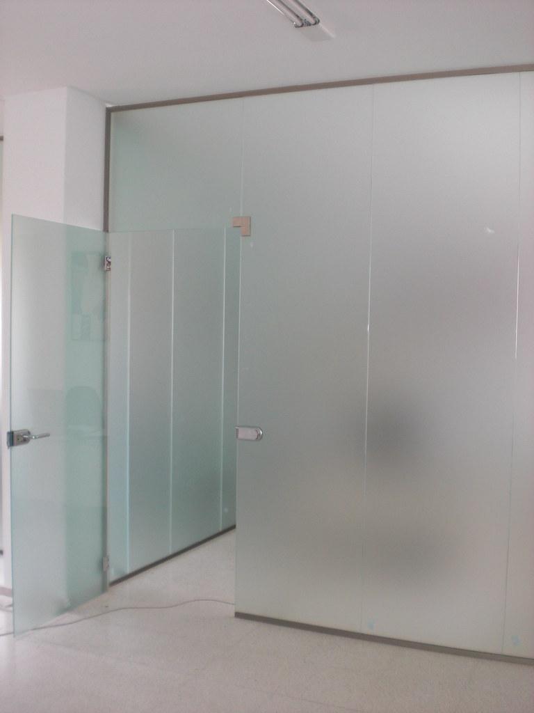 Cerramientos de oficinas con vidrio templado