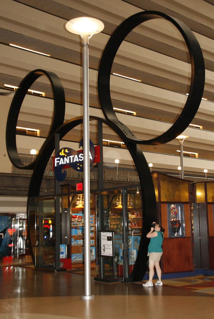 Disney S Contemporary Resort Lobby Fantasia Store Flickr