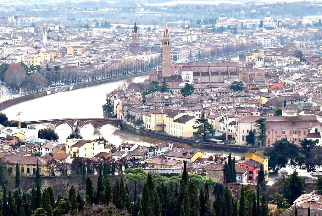Verona con il cielo grigio  Verona  una citt italiana di   Flickr